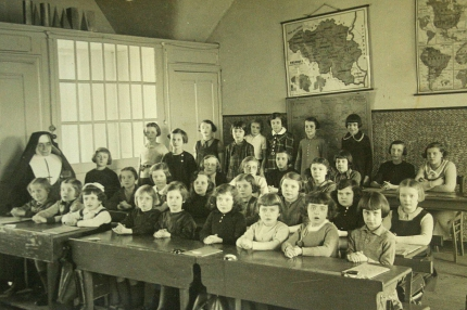 école filles 1937 wellin.jpg